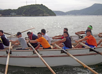 oars moving in harmony with each other